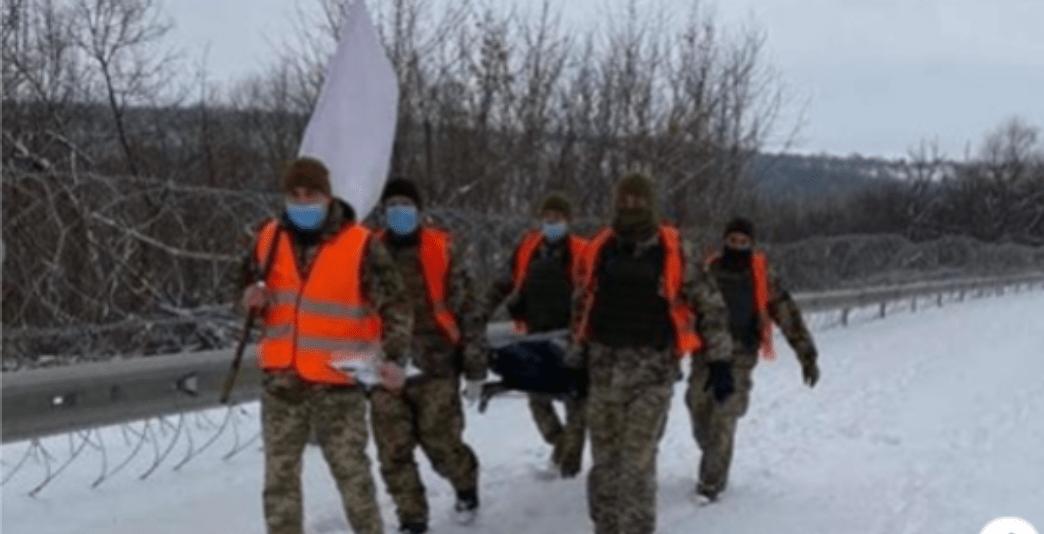 На Донбасі окупанти жорстоко задушили українського військового.. бойовики повернули Україні тіло загиблого військового