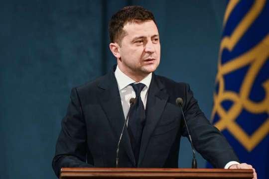 """""""Наші швидкі почали добиратися до хворих швидко"""": Президент розповів, чому під час пандемії в Україні ремонтують дороги"""