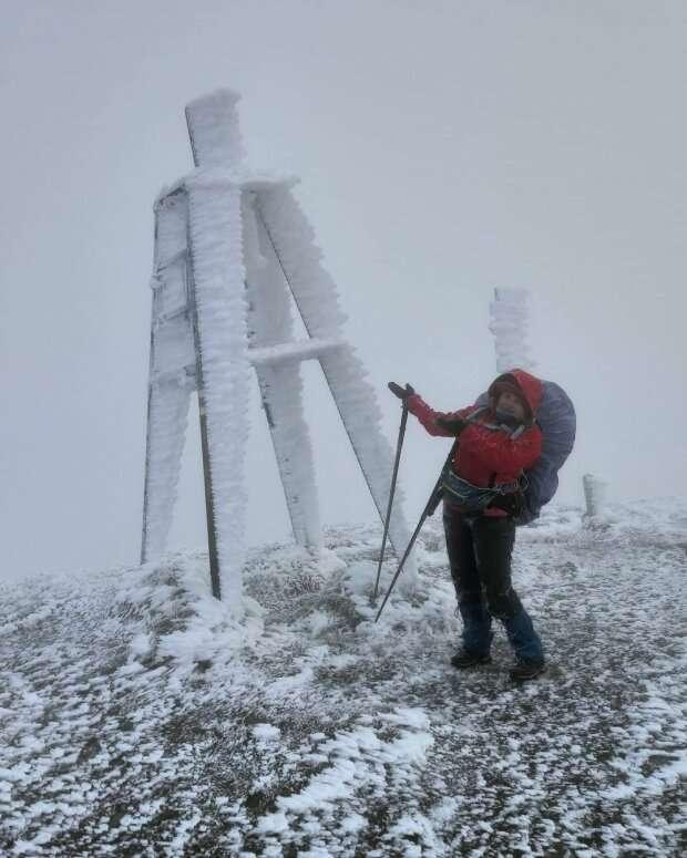 Предновогодняя сказка: часть Украины засыпало снегом и сковало морозом, фото и видео впечатляют