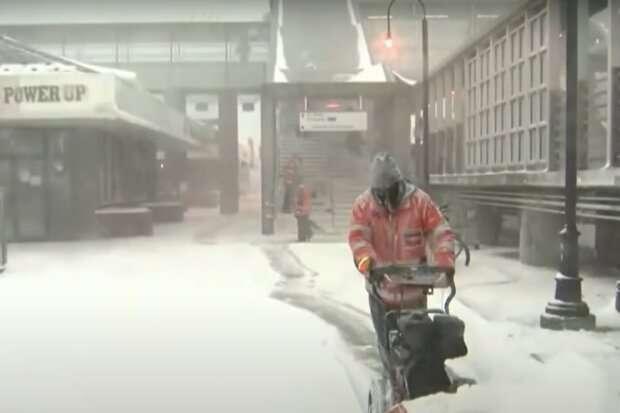 Снежный апокалипсис: метель невиданной силы обрушилась на страну, кадры поражают