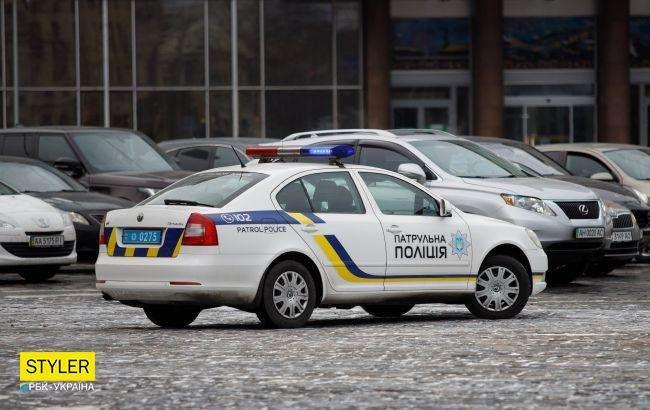 У Києві патрульні допомогли таксисту швидко довезти дитину до лікарні (відео)