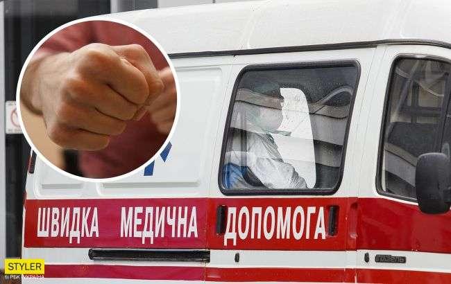 У Києві пацієнт напав на лікарів швидкої допомоги: постраждалих госпіталізували